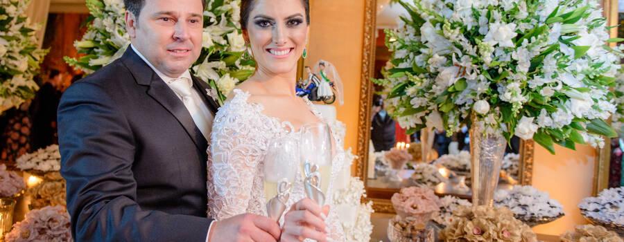 Nossos noivos brindam com nossas taças exclusivas!