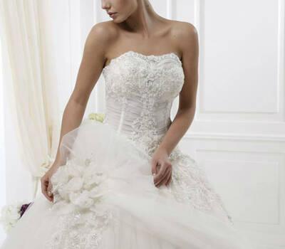 Beispiel: Klassische Brautkleider, Foto: Endam Mode.