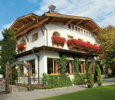 Beispiel: Außenansicht Garten Hotel Maria Theresia, Foto: Garten Hotel Maria Theresia.