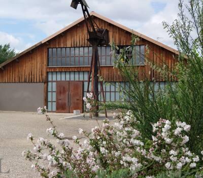 un parvis de 700 m²