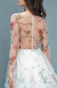 Bird. Нежный фатин, эксклюзивная ткань с принтом «Птица», жемчужные пуговицы. Цена 87500
