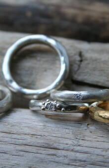 кольца из серебра или золото объёмные с бриллиантами или цирконами