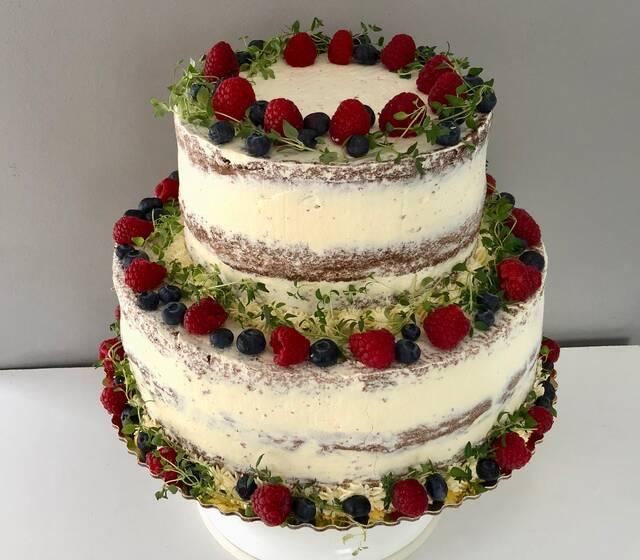 tort naked z owocami