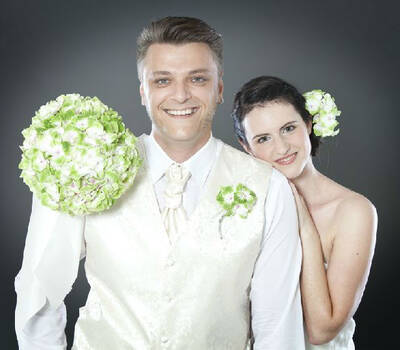 Beispiel: Von Blumenansteckern bis Haarschmuck, Foto: Florastyle.
