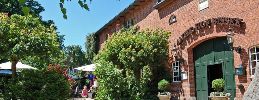Beispiel: Außenansicht, Foto: Antik-Hof Bissee.