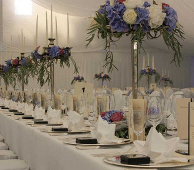 Beispiel: Tischdekoration, Foto: Aschwin Blumen und Dekoration.