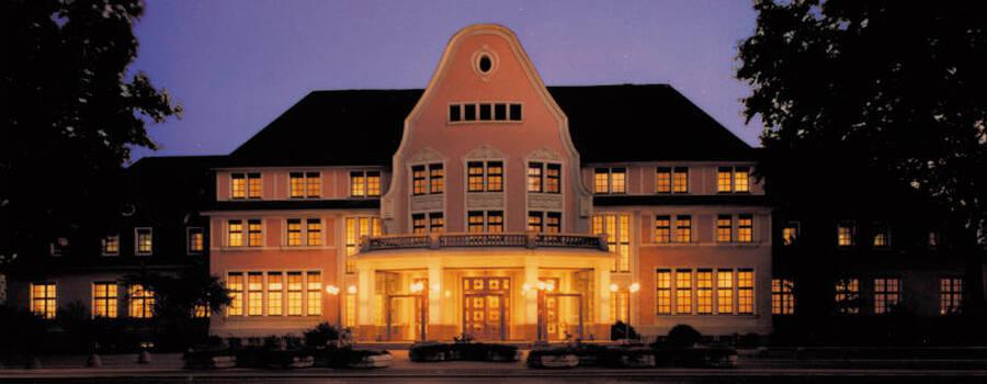 Beispiel: Hotel bei Nacht, Foto: Kasino.