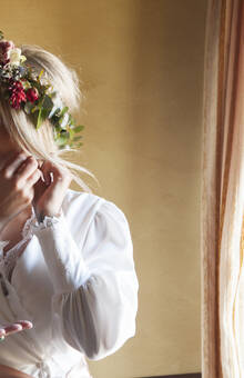 corona de flores naturales para novia