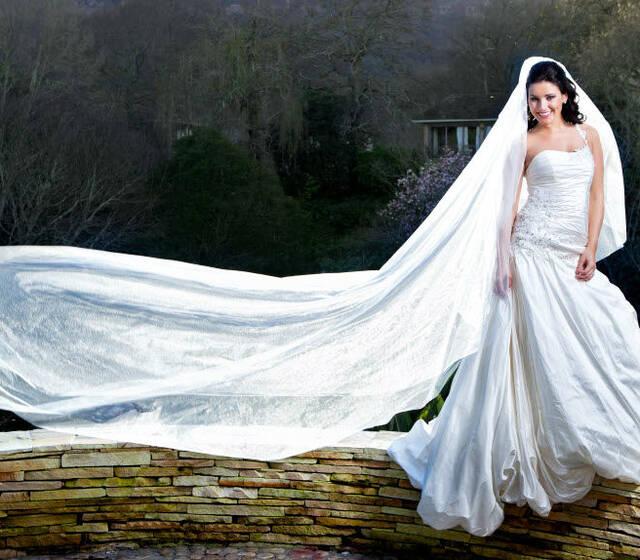 un fondo hermoso queda opacado con la belleza d la novia