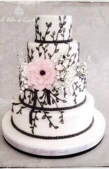 Bianco e Nero un contrasto vincente , caratteristica delle nostre torte , la fetta molto alta senza polistirolo