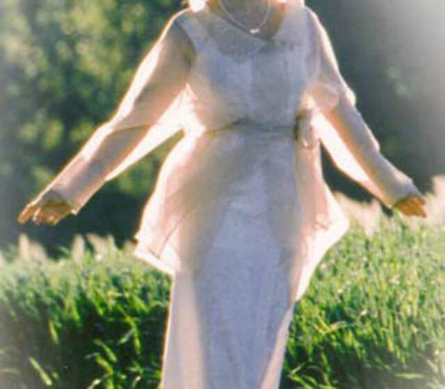 Beispiel: Braut- und Abendmode, Foto: Suenne Lindenthal - Ihre Maßschneiderei.