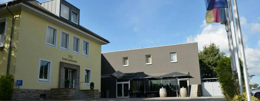 Beispiel: Außenansicht Hotel Ambiente, Foto: Tessins.