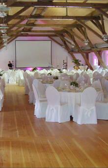 Beispiel: Hochzeitsgedeck, Foto: Gut Schwabhof.