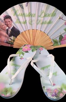 Paquete personalizado de abanico de madera y sandalias modelo Mariposas.