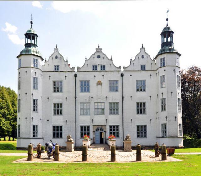 Beispiel: Vorderansicht, Foto: Schloss Ahrensburg.