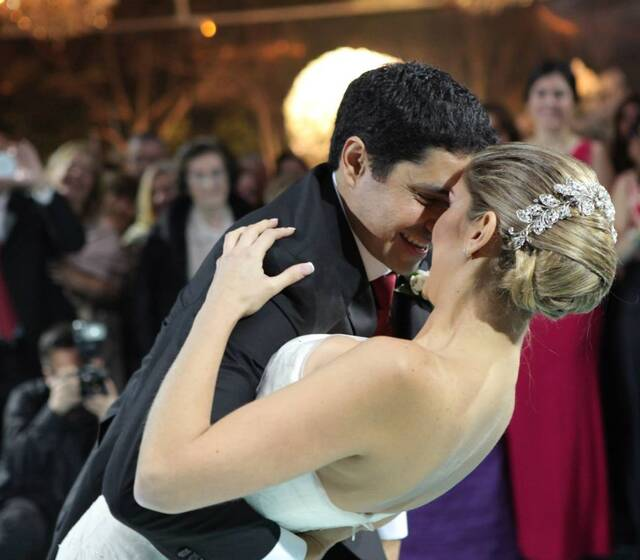 Sergio y Ximena, extrovertida y sexy pareja, quienes se lucieron al puro ritmo latino de Gilberto Santa Rosa. Logrando contagiar a todo su público.