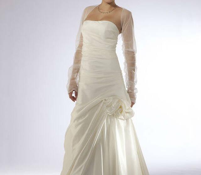 Beispiel: Brautmode, Foto: Karmen's Brautmoden.