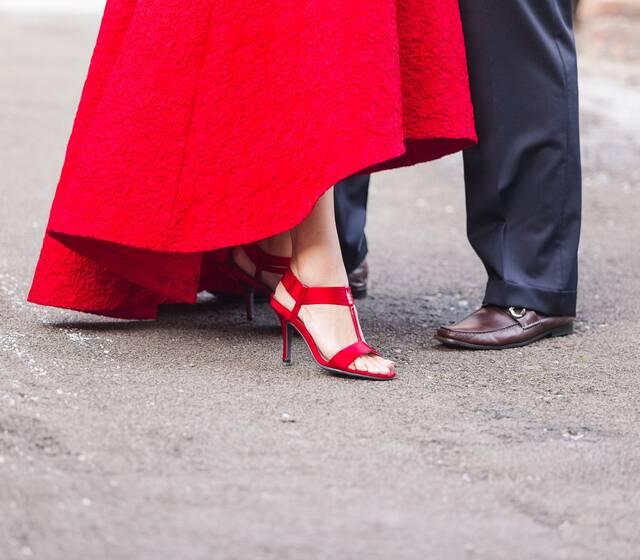 Daniel & Valentina | Fidanzamento Gubbio | Abito Sposa Rosso