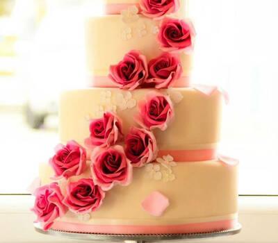 Beispiel: Einzigartige Hochzeitstorten, Foto: The Cake Boutique.