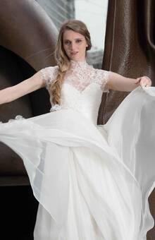 Beaumenay Joannet Paris - Robe de mariée bohème chic en dentelle délicate et large jupe en mousseline