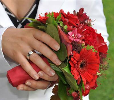 Beispiel: Roter Brautstrauß, Foto: Blumen Malecek.