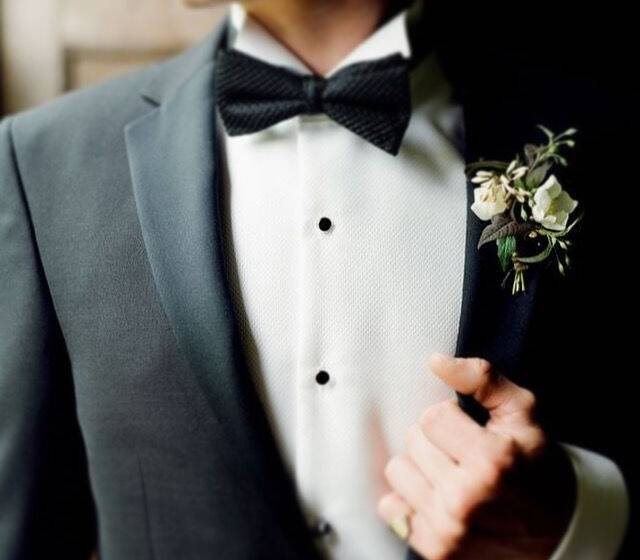 Na My.Suit todos os fatos de noivo ou cerimónia são feitos por medida. Poderá personalizar 100% do seu fato.