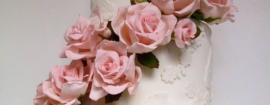 Confiserie de Lu - Bolo romântico rendado com rosas em açúcar