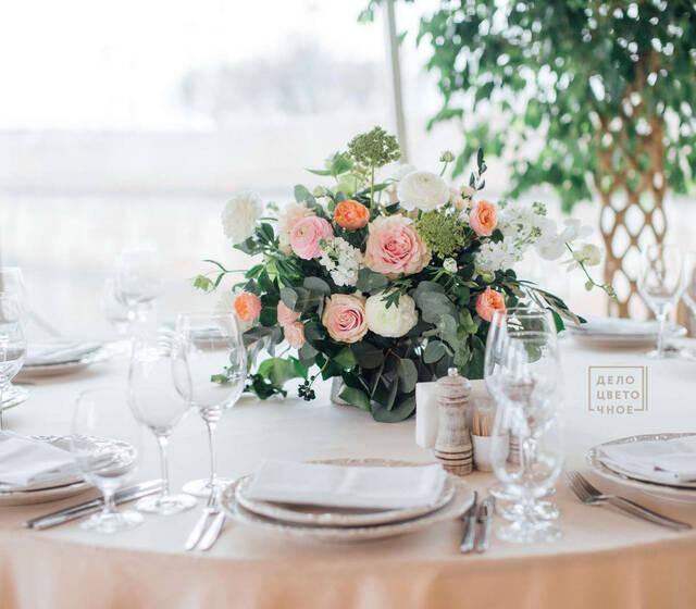 Оформление свадьбы в ресторане Летучий Голландец зал Прованс. Композиция на стол гостей.