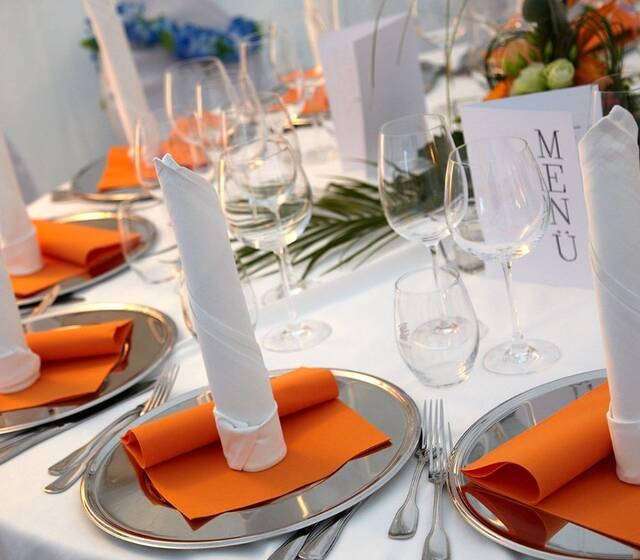 Beispiel: Hochzeitsgedeck, Foto: Partyservice Wahler.