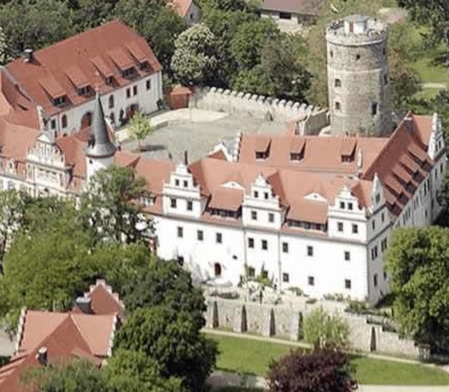 Beispiel: Luftansicht, Foto: Ringhotel Schloss Schkopau.