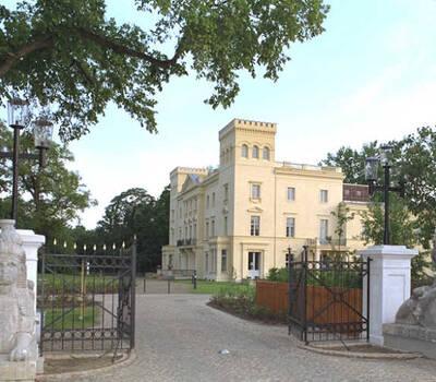 Beispiel: Schlosseinfahrt, Foto: Schloss Steinhöfel.