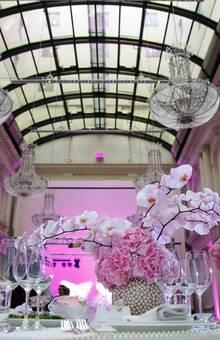 REINWEISS Hochzeiten, Hochzeitsplaner, Weddinplaner, Wedding Planner, Berlin, Brauttisch, Deko, Orchideen, Perlen, Fotograf Hochzeitslicht