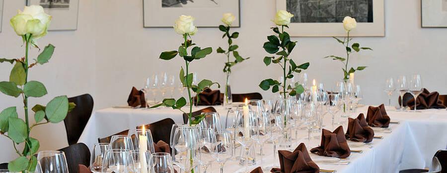 Beispiel: Goldener Saal - festliche Tafel, Foto: Restaurant Villa.