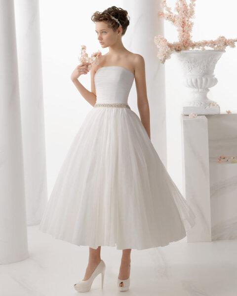 Suknia ślubna z kolekcji Alma Novia 2014. Model: NAPOLES
