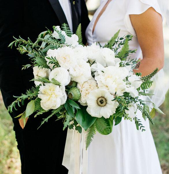Bukiet ślubny z zawilcami