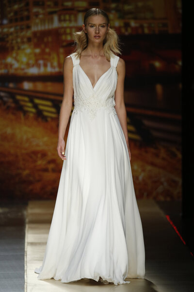 Be A Bridal Empress At Your 2016 Wedding In An Empire Style Dress
