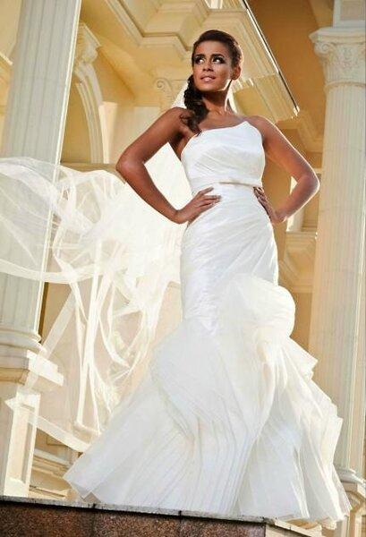 Suknia ślubna z kolekcji Angel 2012, model: Abril