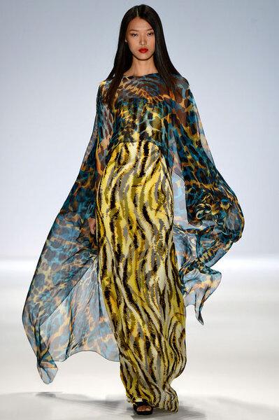 Vestido de fiesta largo con mangas anchas y estampado de animal print colorido