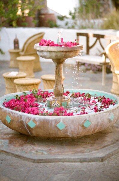 Buganvilla y entorno ideal para boda inspirada en Marakech.