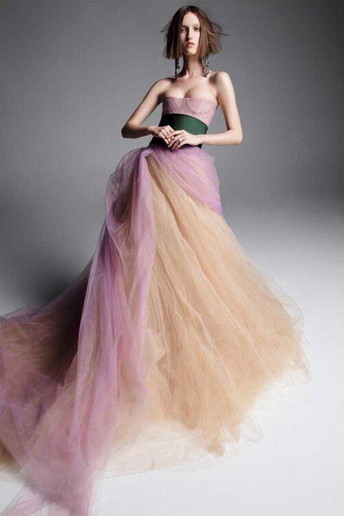 Entdecken Sie farbige Brautkleider! Heben Sie sich vom Rest der ...