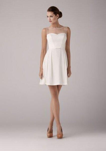 Krótka sukienka ślubna z kolekcji Anny Kary 2014. Model: Aloe