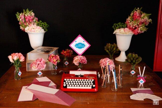 Uma máquina de escrever para as amigas deixarem recados para a noiva. Foto: Edu Federice