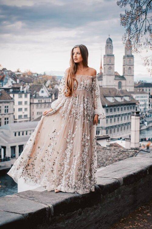 Entdecken Sie farbige Brautkleider für einen originellen Auftritt ...