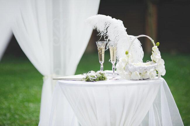 Les plumes sont des éléments exceptionels pour réaliser une décoration glamour.