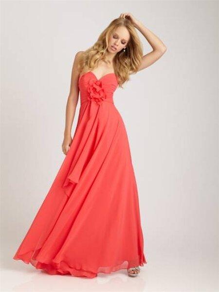 Vestido para damas de honra adultas. Foto: Allure Bridals
