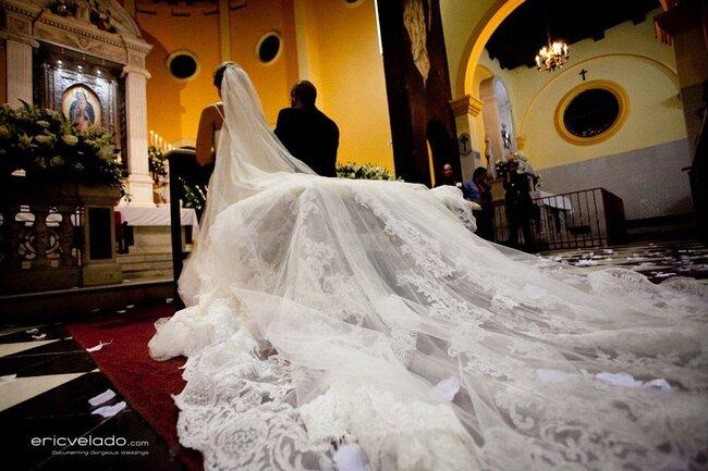 Dramatische Brautschleier bleiben unvergesslich – Foto: Eric Velado
