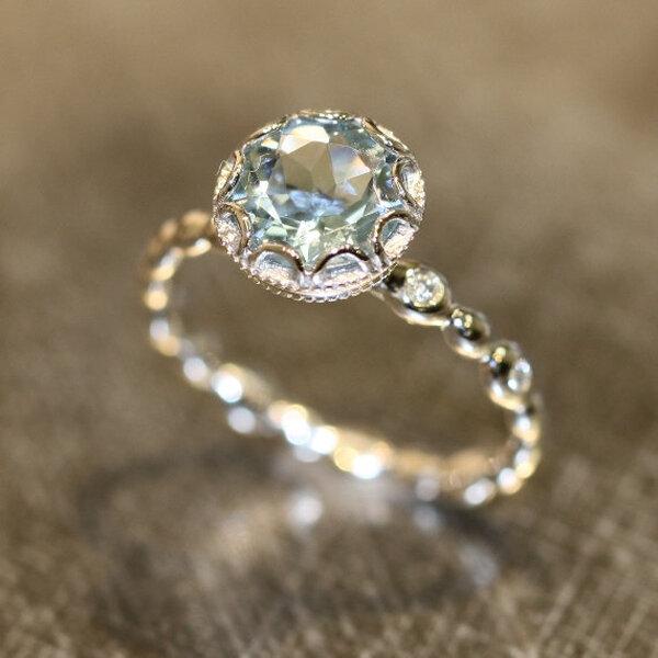 30 hermosos anillos de compromiso poco convencionales dise os nicos para enmarcar tu amor - Anillo de casado mano ...