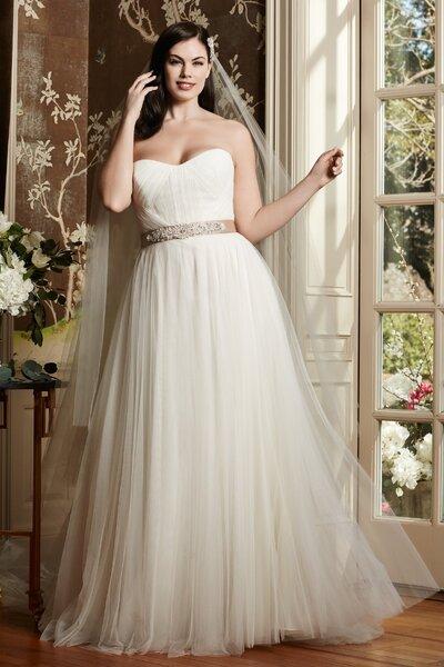 Robes de mariée 2016 pour femmes rondes  Mettez en valeur vos courbes avec  style
