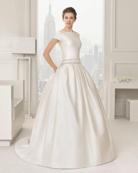 Elegancka suknia ślubna księżniczki na krótki rękaw, Foto: Rosa Clará 2015