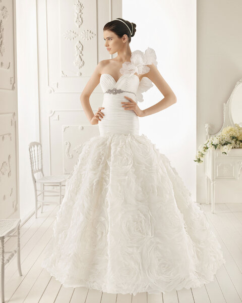 Suknia ślubna z kolekcji Aire Barcelona 2013